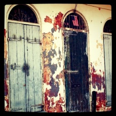 Picturesque decay in the Quarter