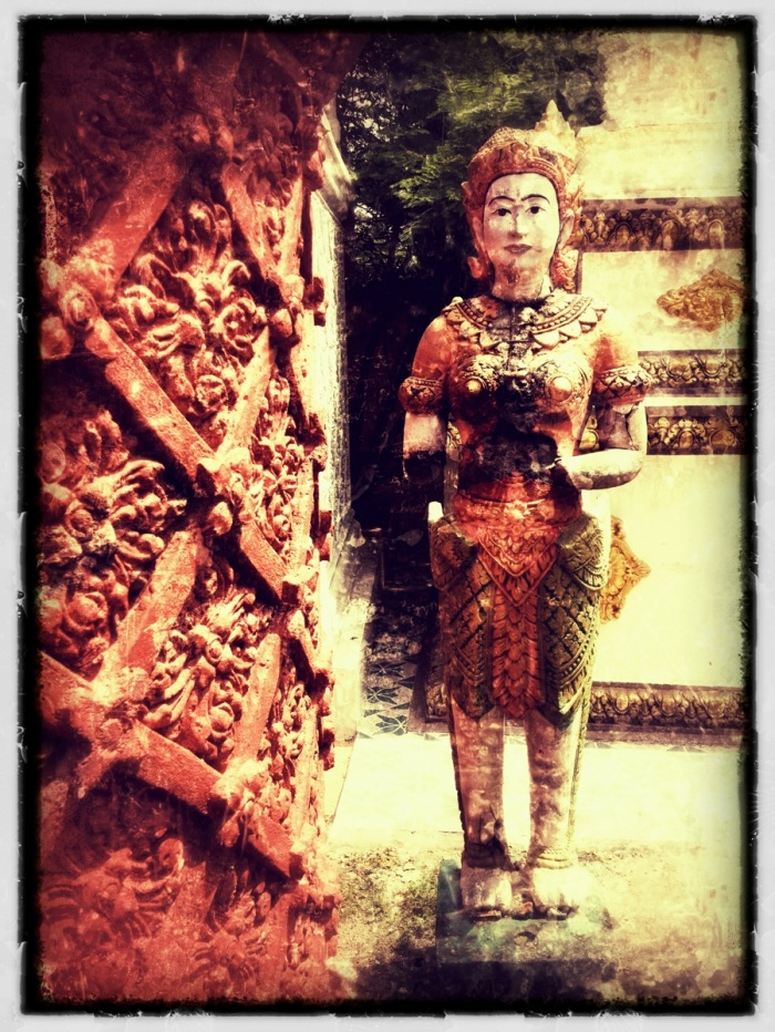 Stupas + statue